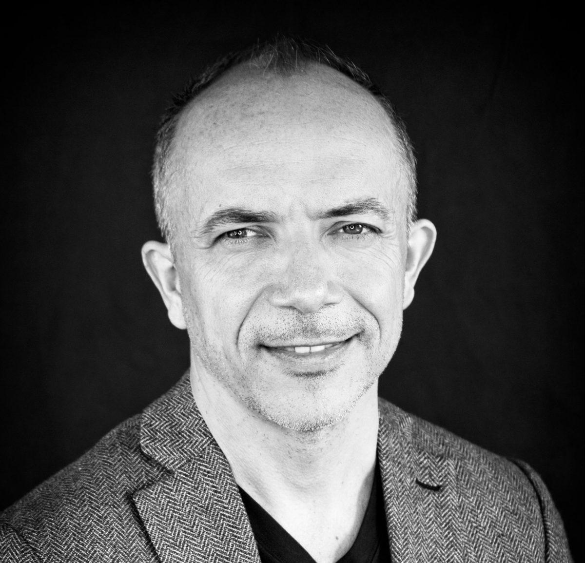"""""""En France, plus de la moitié des salariés LGBTQ+ cachent encore leur orientation ou identité sexuelle au bureau"""", Albin Serviant, CEO Têtu"""